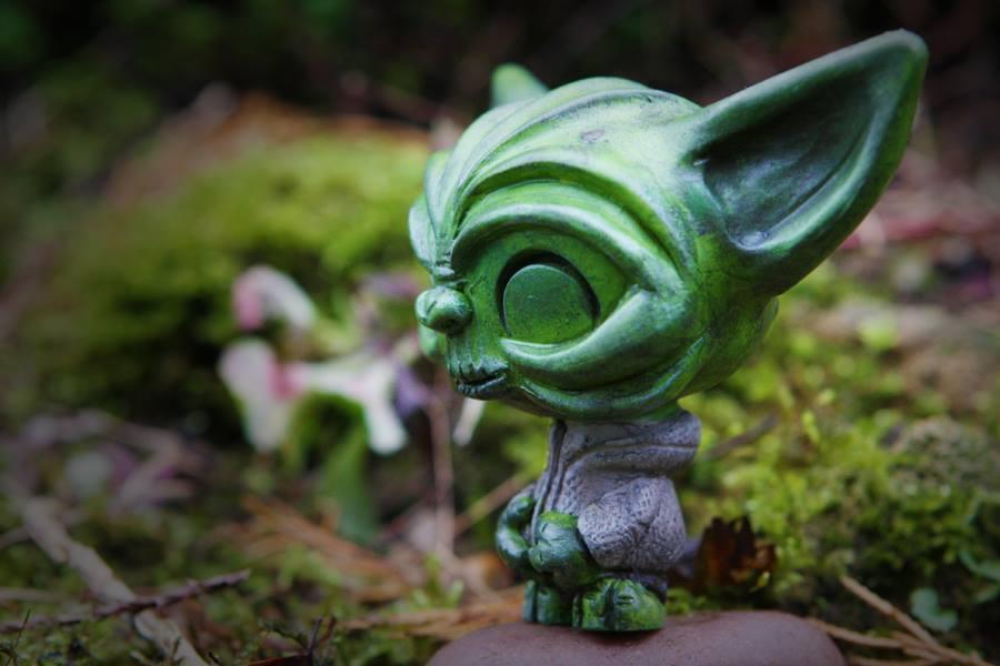 Ozzie by UMEToys Richard Page Yoda  side