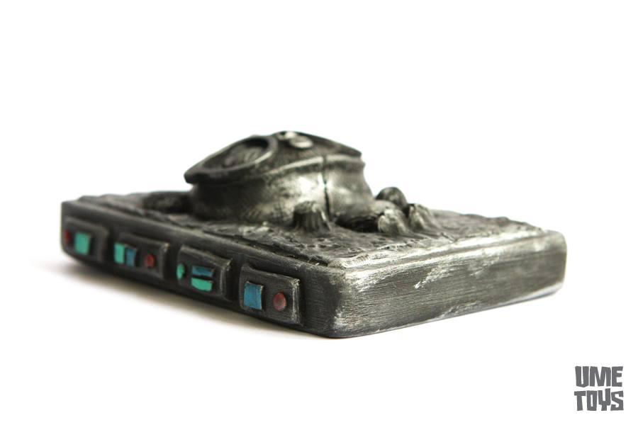 GeekWok in carbonite by UMEToys  side