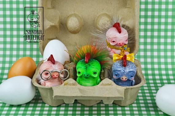 Plucked Chicks o La Pollopandi By Sandra Arteaga banner
