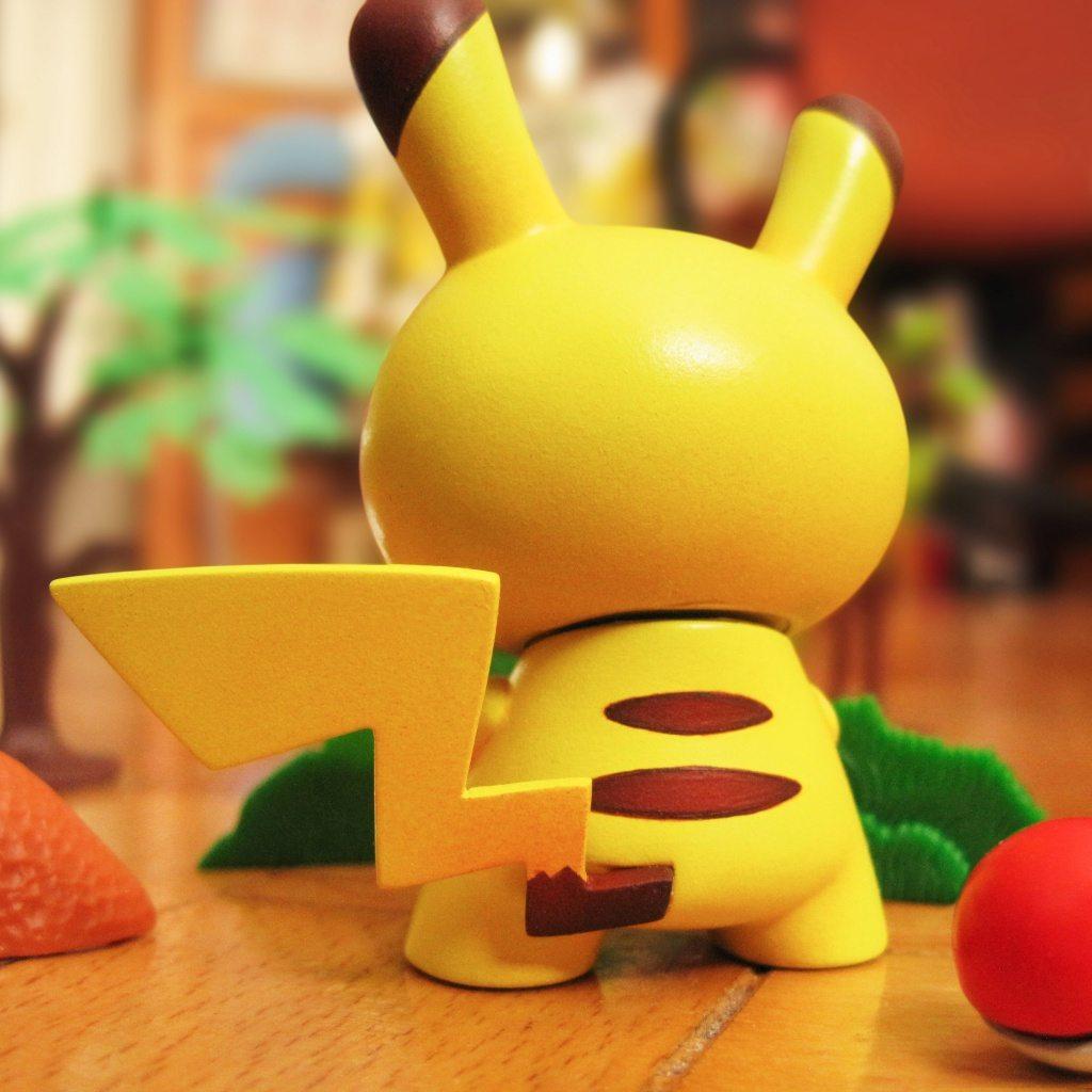 pikachu-by-dolly-oblong-kidrobot-Dunny-2016-pokemon back