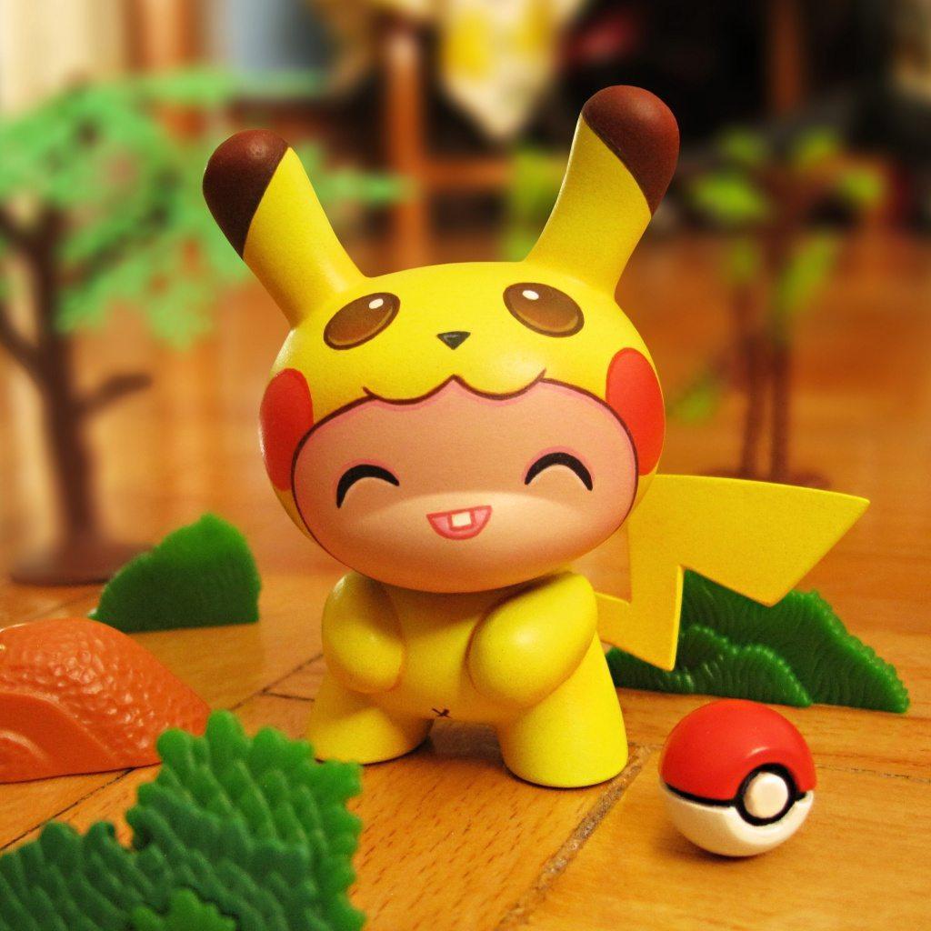 pikachu-by-dolly-oblong-kidrobot-Dunny-2016-pokemon front