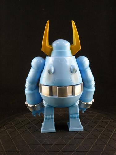 knuckle-bear-retro-robot-by-touma-back
