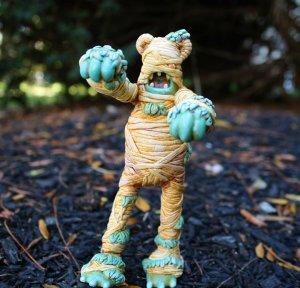 mummy-boy-dead-bear-3d-hero