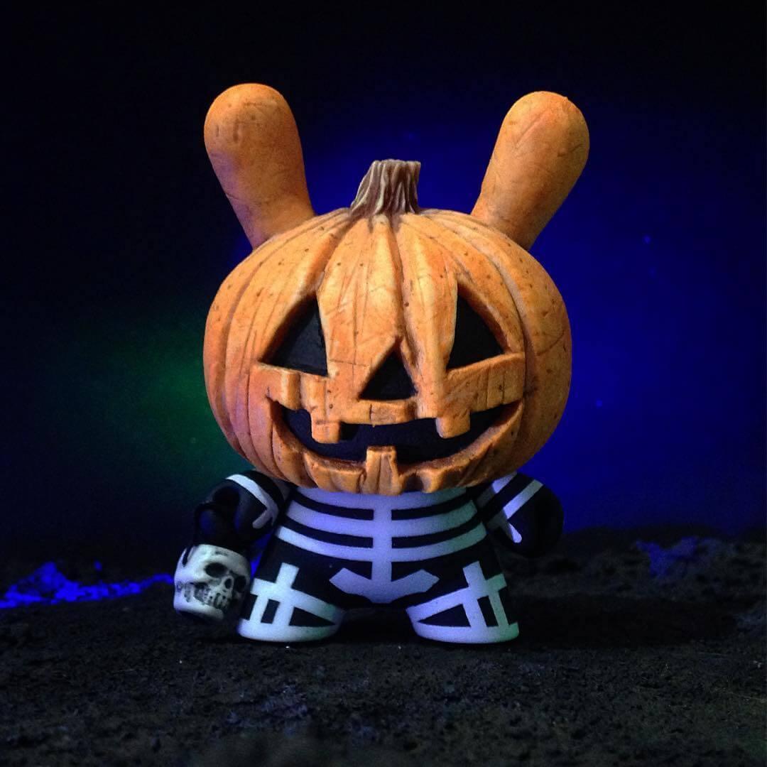 the-pumpkids-drunk-roach-custom-kidrobot-dunny-1