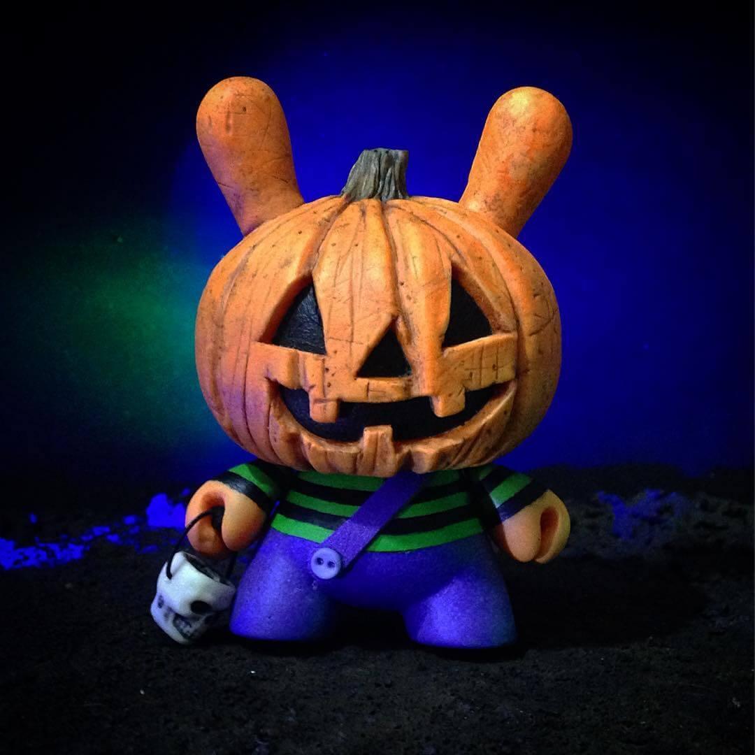 the-pumpkids-drunk-roach-custom-kidrobot-dunny-2