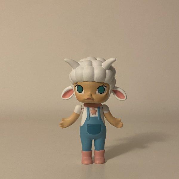 molly-zodiac-popmart-kennyswork-capricorn