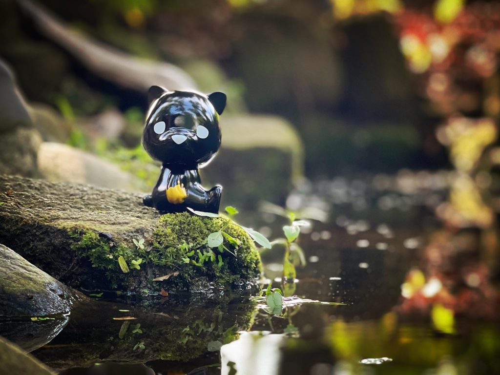 This image has an empty alt attribute; its file name is Luke-Chueh-x-FLABSLABs-Hello-Lukey-Sofubi-Black-n-Gold-Edition-at-50-SHADES-OF-BLACK-The-Toy-Chronicle-2021-r-1024x768.jpg