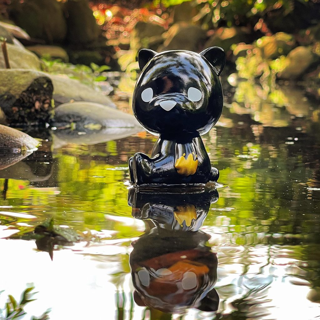 This image has an empty alt attribute; its file name is Luke-Chueh-x-FLABSLABs-Hello-Lukey-Sofubi-Black-n-Gold-Edition-at-50-SHADES-OF-BLACK-The-Toy-Chronicle-2021-rqrrr-1024x1024.jpg